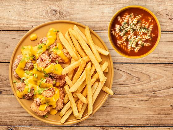 Zestaw Nuggetsy z kurczaka z sosem serowym i zupą
