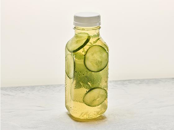 Zielona herbata mrożona z miętą